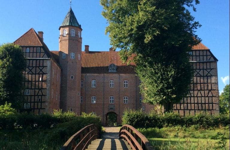 Sostrup Slot & Kloster
